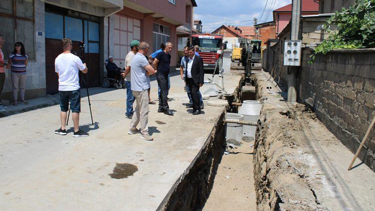 """Haziri: Me realizimin e programeve infrastrukturore në lagjen """"Arbëria"""", po i ua bëjmë jetën e dinjitetshme qytetarëve"""