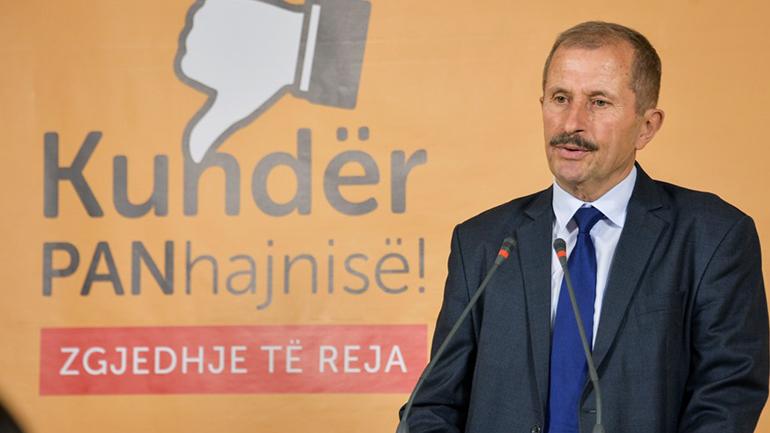 Kurteshi: Ministrat e Arsimit, nëpërkëmbja e studentëve dhe skandali me librat amëz