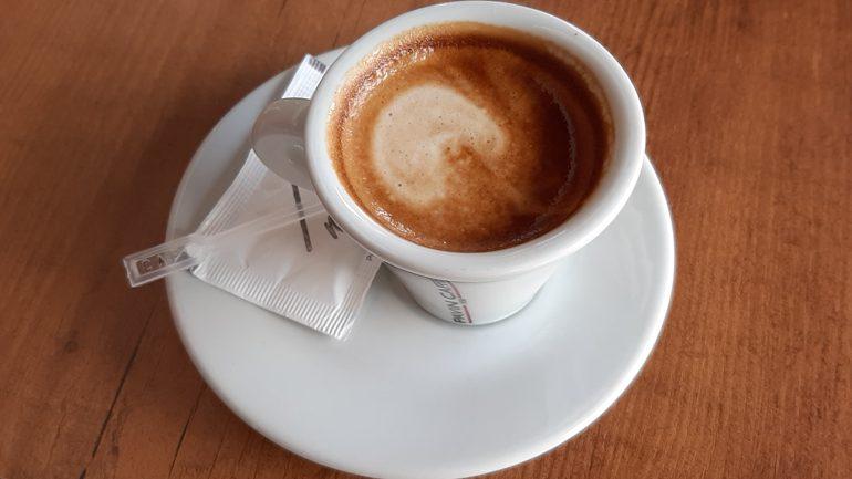 Mos pini kafe me stomak bosh, ja çfarë ndodh me trupin