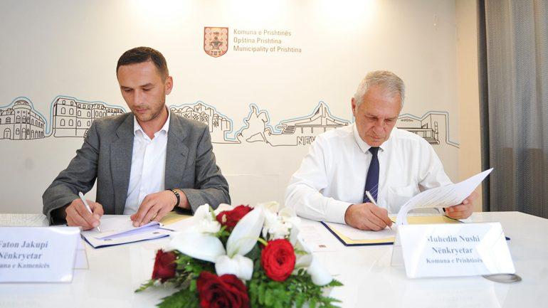 Kamenica huazon dy autoambulanca nga Prishtina