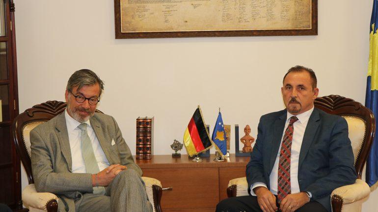 Ministri Mustafa priti në takim ambasadorin e Gjermanisë