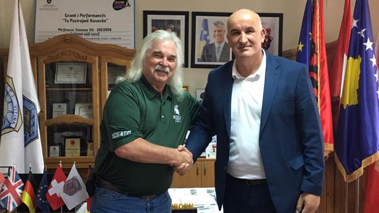 Kryetari Haliti priti në takim ish-kryetarin e qytetit të Masonit, Leon Clark