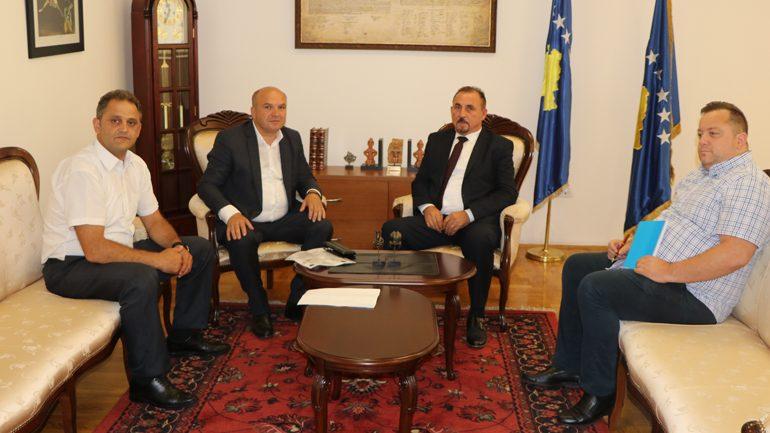 Ministri i MPB-së priti në takim kryetarin e komunës së Novobërdës