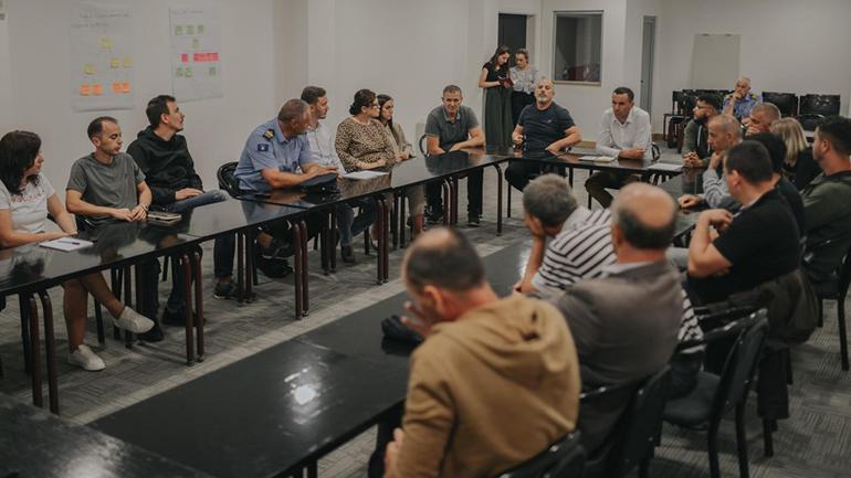 Mbahet diskutimi publik mbi orarin e muzikës gjatë mbrëmjes