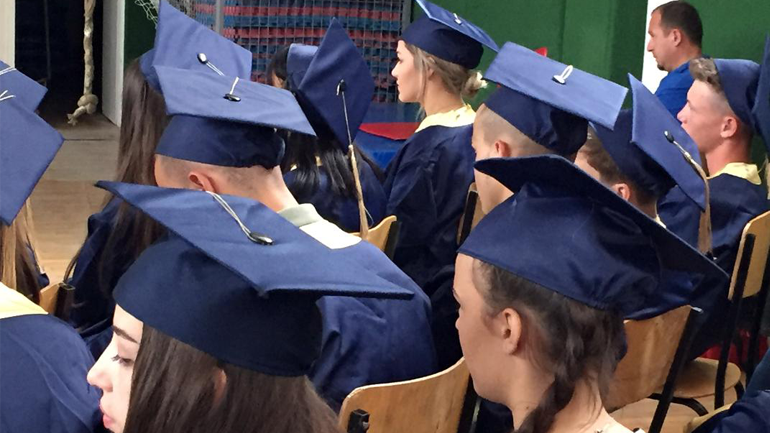 Shkolla e artit pamor me ceremoni të diplomimit