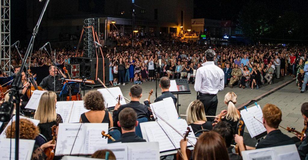 Ramë Lahaj koncert në Prishtinë: Dashninë si në tokën nanë s'e gjen askund!