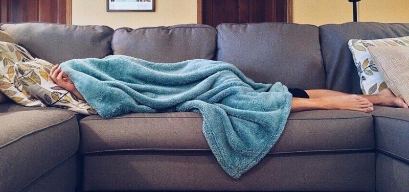 Pse duhet të keni një batanije afër kur flini?!