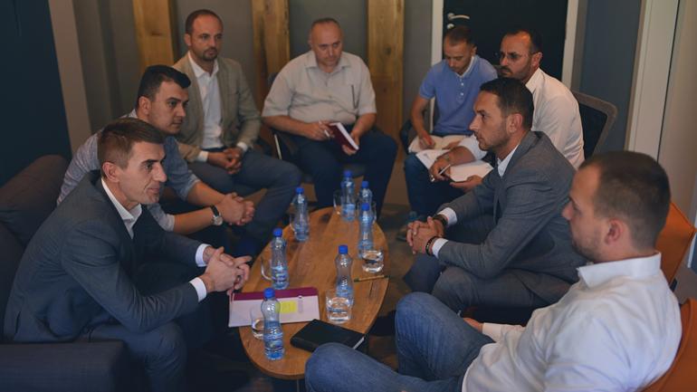 Kamenicë: Kryetari Kastrati e nënkryetari Jakupi, presin në takim drejtorin e AKP-së
