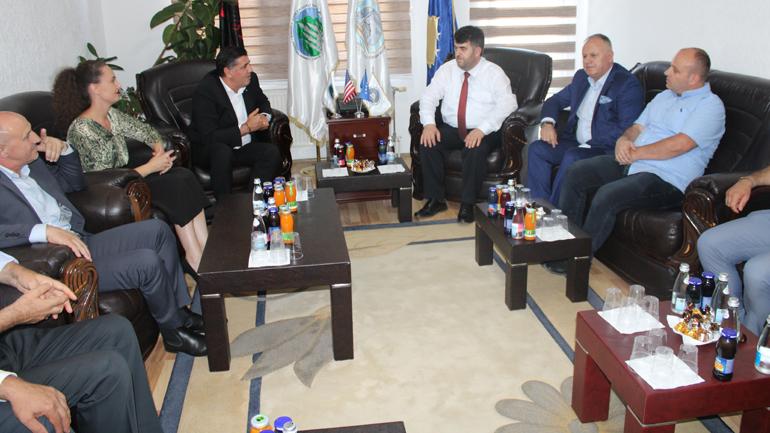 Kryetari i Gjilanit vizitoi KBI'në për t'ua uruar Kurban Bajramin