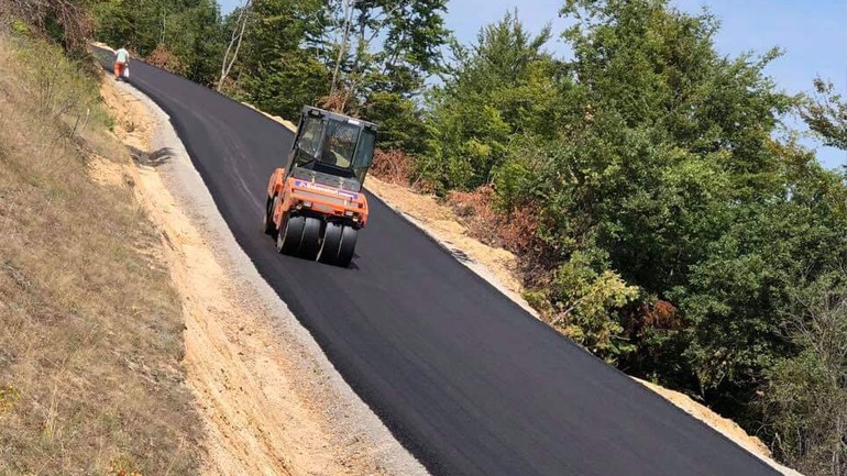 Filloi asfaltimi i rrugës Muqivërrc – Kranidell – Selishtë