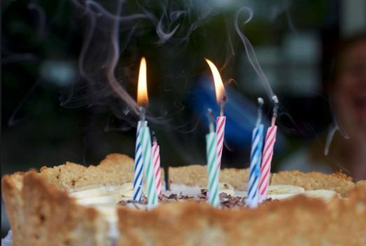 Studim i ri, kujdes nga qirinjtë e tortës së ditëlindjes