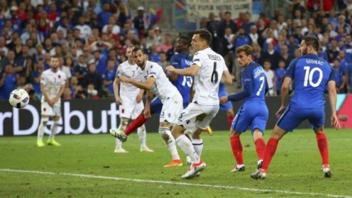 Franca mposht Shqipërinë