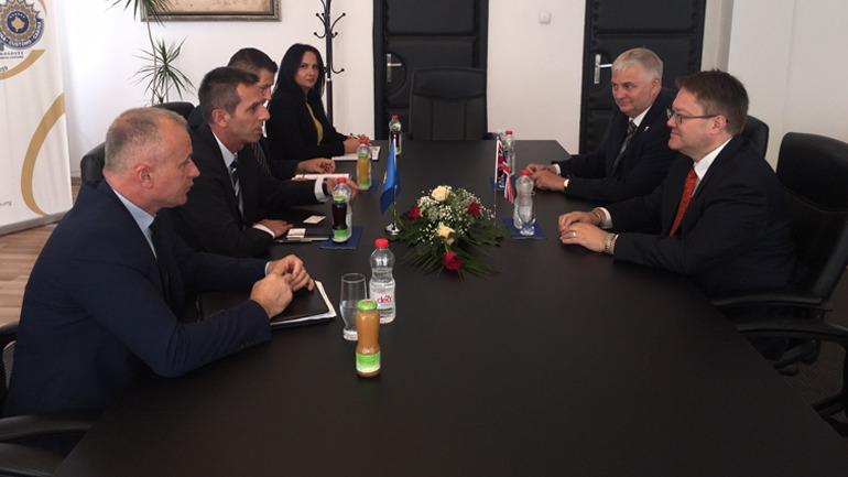 Ambasadori i Britanisë së Madhe viziton Doganën