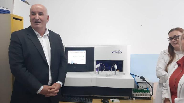 QKMF në Viti furnizohet me aparat biokimik dhe 2 aparate të EKG-së