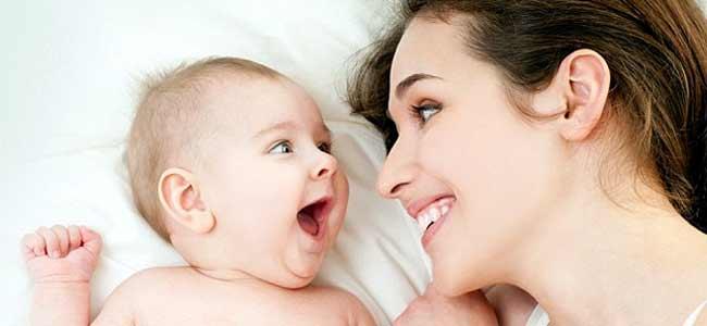 Kontakti sy me sy përmirëson të folurit e foshnjës
