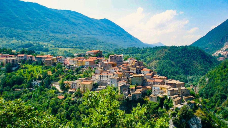 Italia planifikon t'i paguaj me mijëra dollarë ata që kthehen të jetojnë në fshat