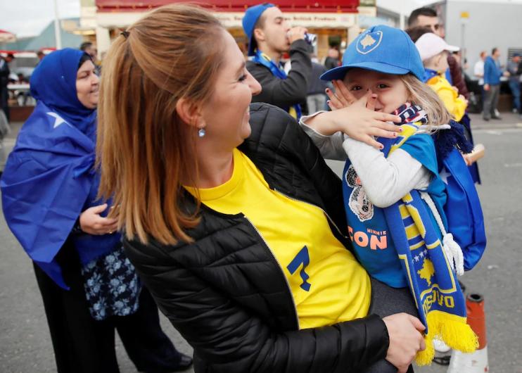"""Kosova me ndeshje dinjitoze, pamje unike të """"Dardanëve"""" në rrugët e Londrës"""