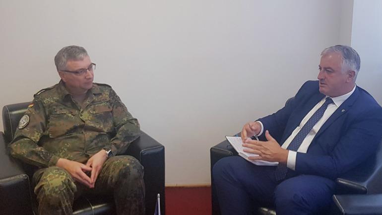 Ministri i Mbrojtjes priti në takim pune Drejtorin e NALT-it