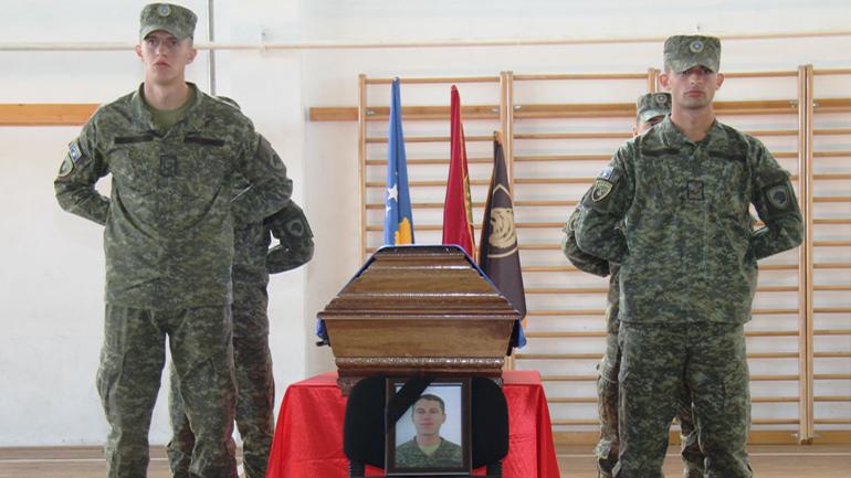 Me nderime të larta është varrosur Rreshteri i parë Nijazi Jetullah Uruqi