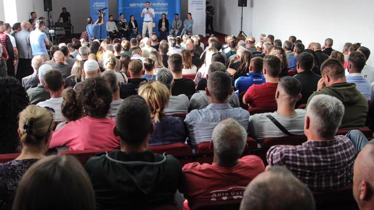 """PDK: """"Përlepnica e kryengritësve mirëpret në një tubim madhështor Kryeministrin e ardhshëm Kadri Veseli"""""""