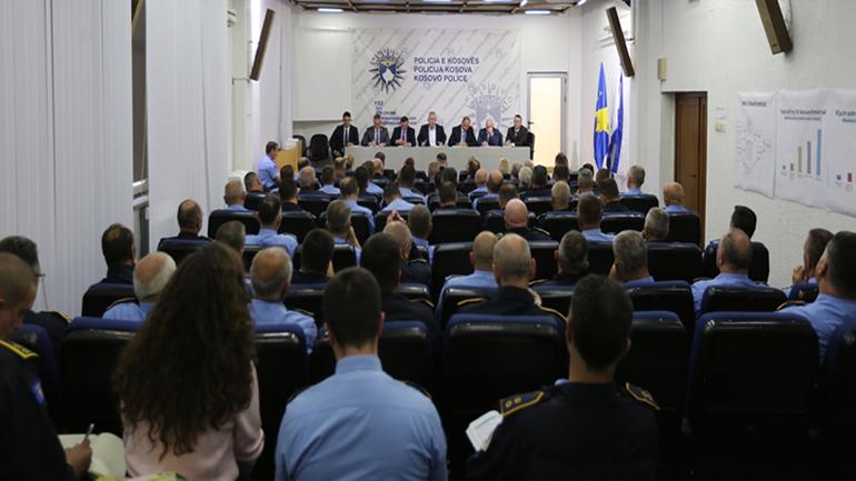 Drejtori i Përgjithshëm i Policisë mban takim me menaxhmentin policor të nivelit qendror dhe atij lokal