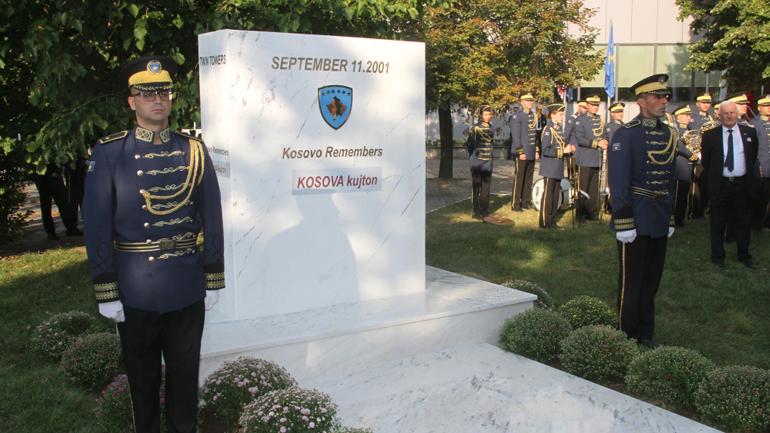 Zbulohet pllaka memoriale në nderim të viktimave të sulmit të 11 shtatorit 2001