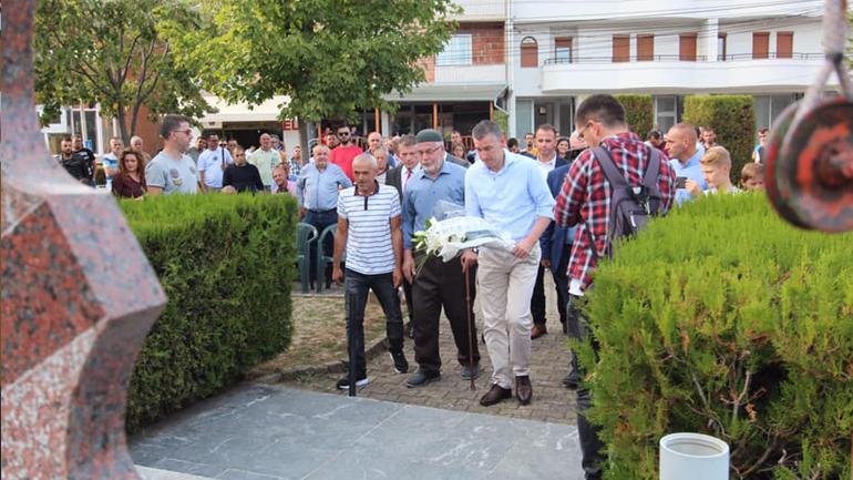 Homazhe tek Parku i Dëshmorëve në Fshatin Miresh – Veseli nderon dëshmorët