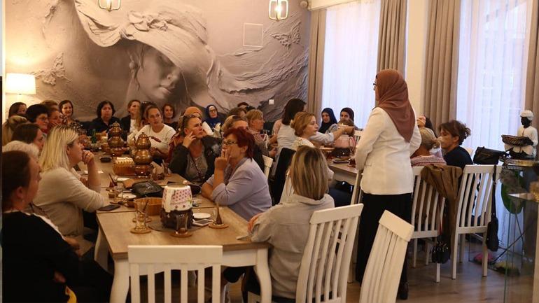 Vetëvendosje: Gratë në mbështetje të fuqishme për kandidatet e Lëvizjes
