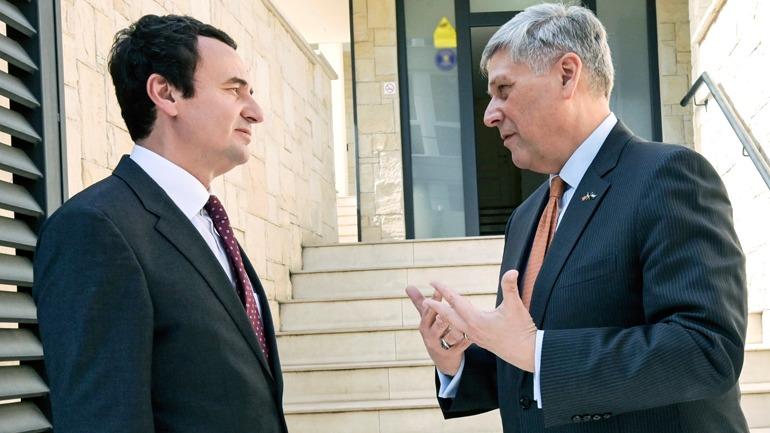 Kurti pret në takim ambasadorin Kosnett