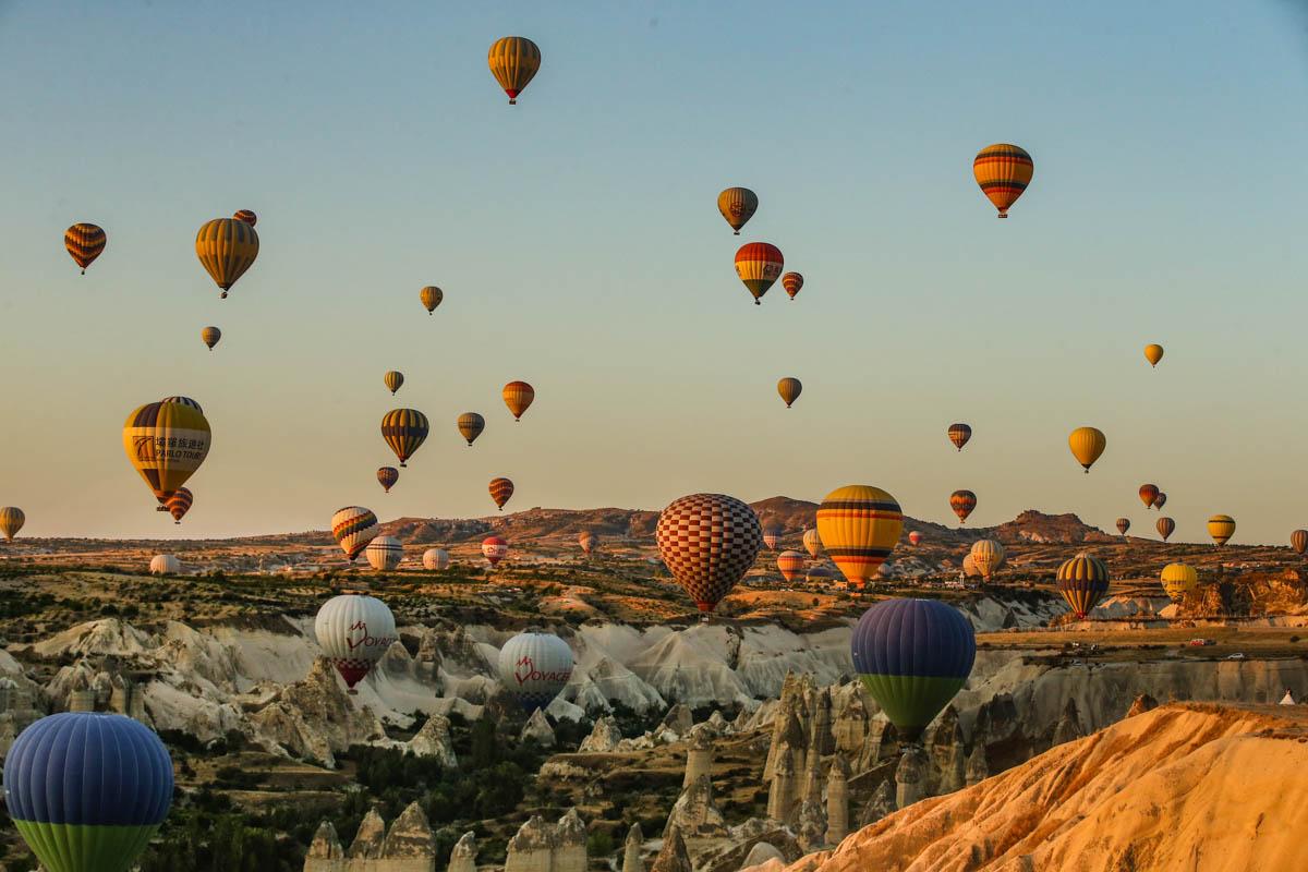 Balonat me ajër të nxehtë mrekullia turistike e Cappadocias