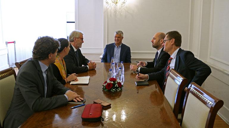 Presidenti Thaçi takim lamtumirës me UD Shefin e EULEX-it, Bernd Thran