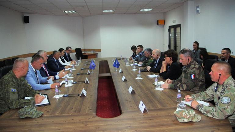 Ministri i Mbrojtjes dhe Komandanti i FSK-së pritën në takim shefin e Operacioneve dhe të Misioneve të NATO-s