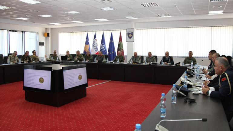 Pjesëmarrësit e Kursit të Lartë për Mbrojtje dhe Siguri të Shqipërisë vizitojnë Ministrinë e Mbrojtjes dhe FSK-në