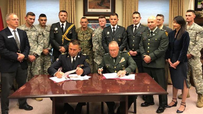 Komandanti i FSK-së nënshkruan marrëveshje bashkëpunimi me Universitetin e Norwichit të SHBA-ve