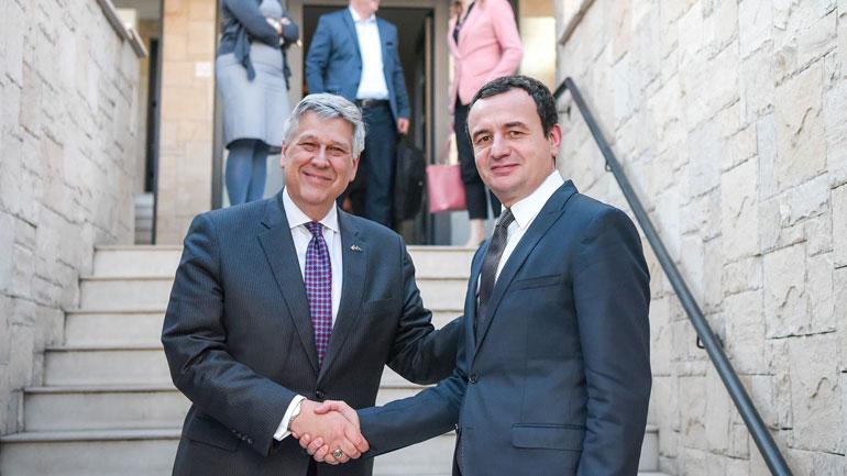 Kreu i Vetëvendosjes Albin Kurti pret në takim ambasadorin amerikan Philip S. Kosnett