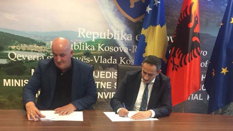 Kryetari Haliti dhe Ministri Matoshi nënshkruan memorandumin për grantin e performancës- Mjedisi i Pastër
