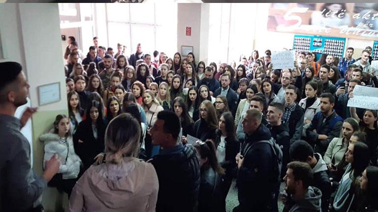 """Parlamenti Studentor i Universitetit """"Kadri Zeka"""" organizoi protestë lidhur me Afatin e Nëntorit"""