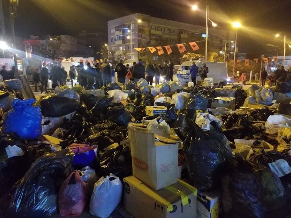 Gjilanasit tregojnë shpirtin human, mbushin qendrën e qytetit me ndihma