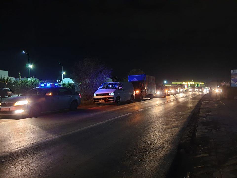 Mbi 30 kombi-bus me ndihma nisen nga Gjilani për në Shqipëri