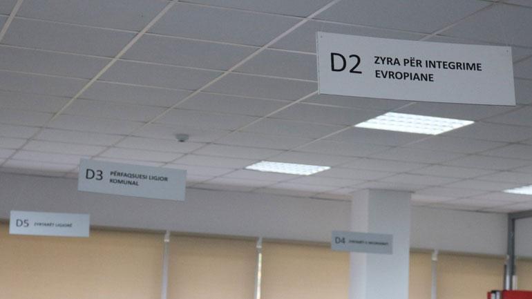 Vendosen tabelat orientuese në objektin e komunës së Kamenicës
