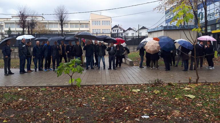 Protestuan edhe punëtorët teknik të disa shkollave të Gjilanit