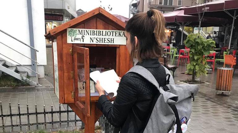 Funksionalizohet minibiblioteka e qytetit n'sheshin e Gjilanit