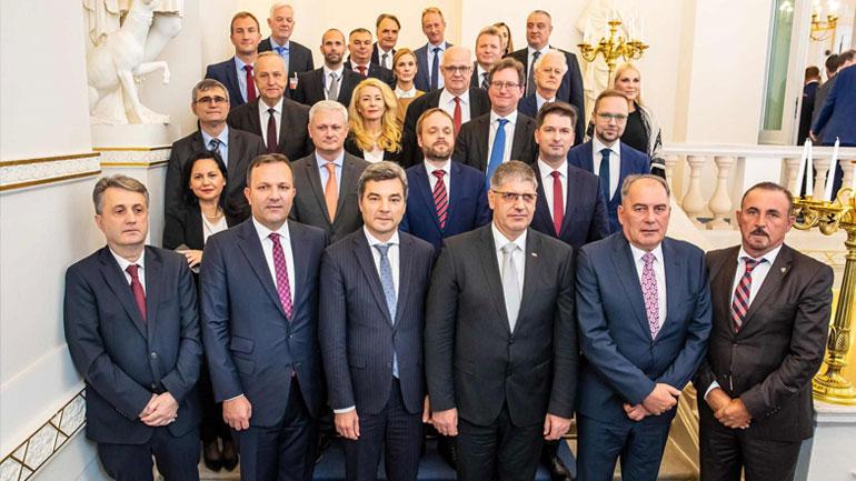 Ministri Mustafa po merr pjesë në Forumin e Salzburgut