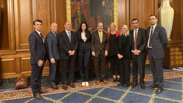 Oda Amerikane takon senatorët dhe kongresmenët amerikanë