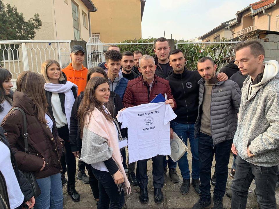 """""""Rinia Studentore – Kadri Zeka"""" dorëzuan një autobus ndihma në shoqatën """"Jetimat e Ballkanit"""""""
