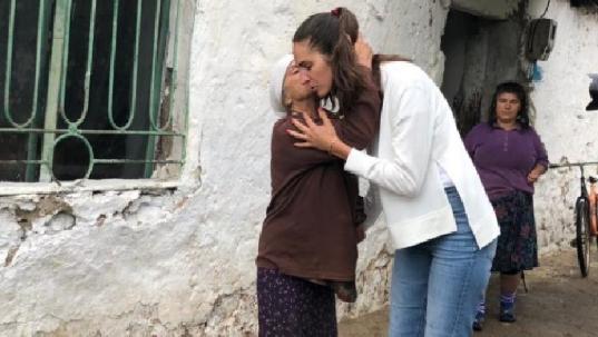 Modelja shqiptare dhuron 10 mijë euro për Shqipërinë