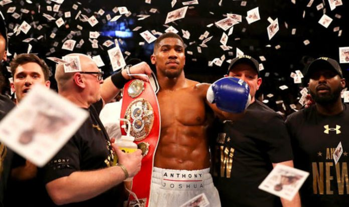 Anthony Joshua është mbreti i ri në boks