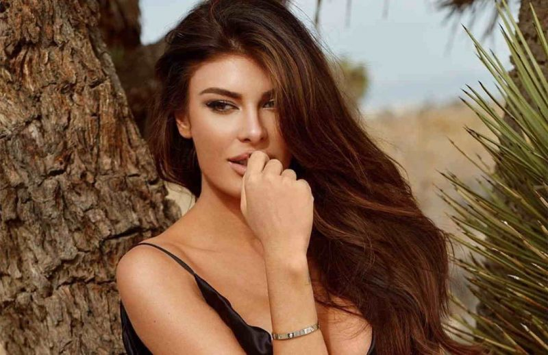 Modelja, Angela Martini dhuron 30 mijë dollarë për Shqipërinë
