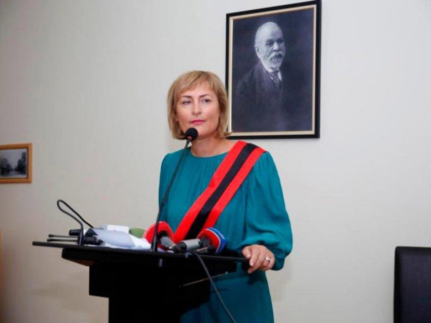 Kryetarja e Durrësit jep dorëheqjen pas gafës në media