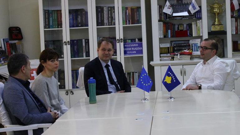 Ismajli pret në takim shefin e Zyrës Ndërlidhës të Sllovakisë